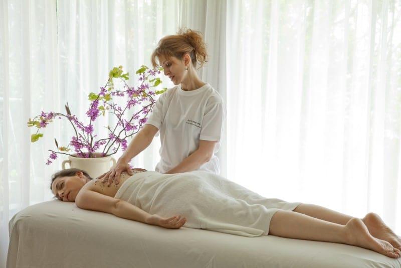 טיפול במרכז הספא איכותי במלון מצפה הימים