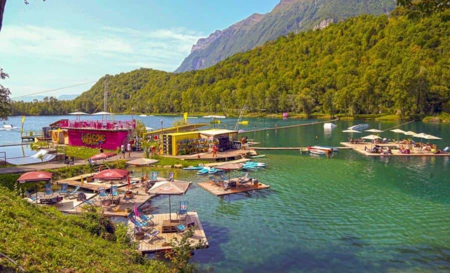 נהר שקרוב לקלאב מד ואלמורל (Club Med Valmorel)