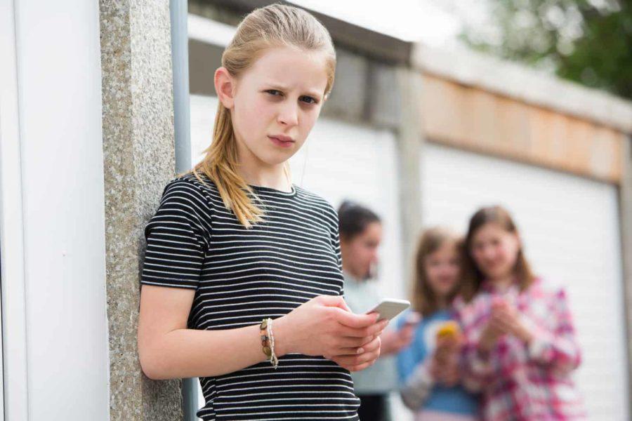 ילדה שעוברת שיימינג ברשתות חברתיות