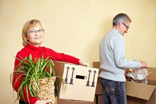 זוג עובר דירה