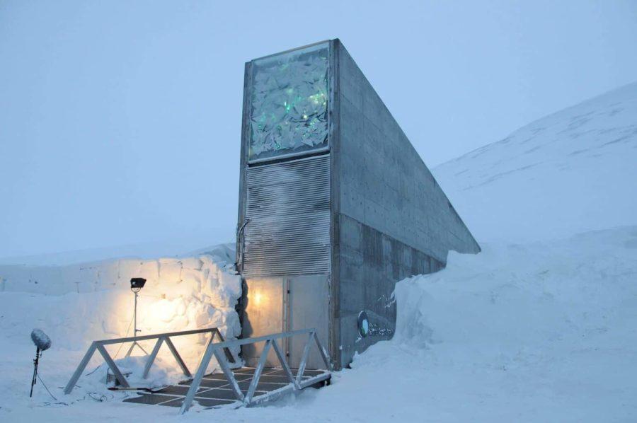 The Svalbard Global Seed Vault-מבנה בטון מרובע וצר