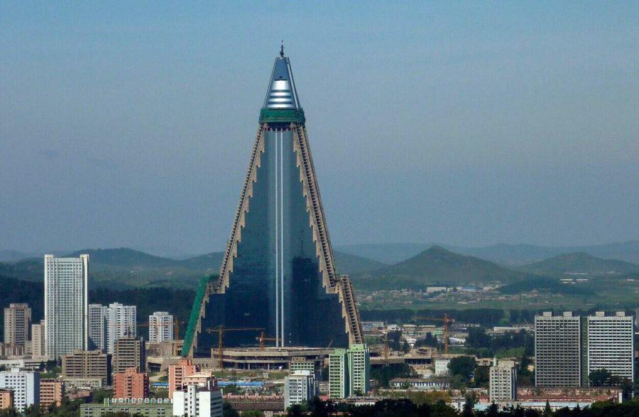 The Ryugyong Hotel-מלון
