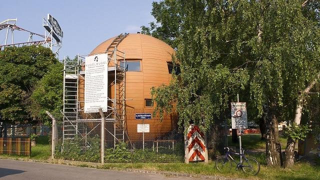 The Kugelmugel House-הבניין הכדורי הזה הוגדר כ